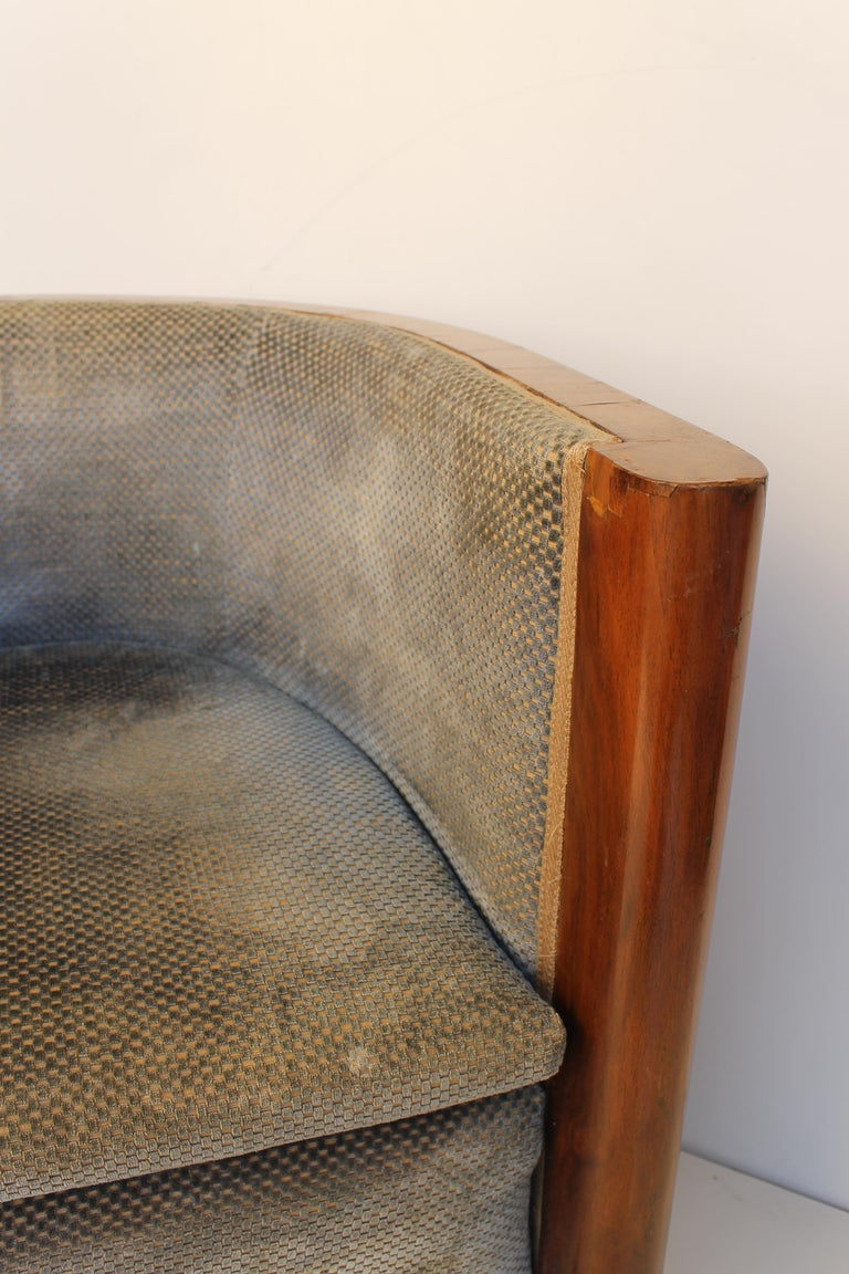 Art Deco Italian Armchair in Walnut, Grey and Light Blue Upholstery, 1930s For Sale 3