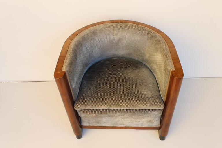 Art Deco Italian Armchair in Walnut, Grey and Light Blue Upholstery, 1930s For Sale 4