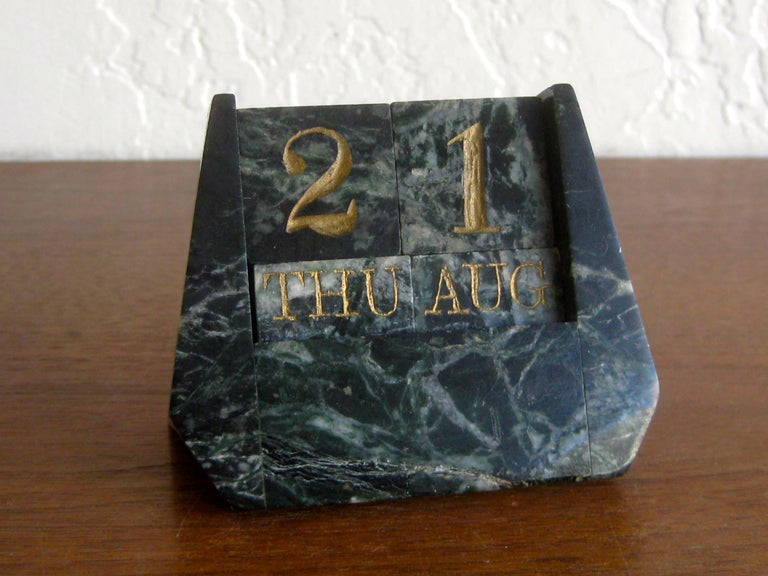 Art Deco Italian Carved Green Marble Perpetual Day/Date/Month Desk Calendar For Sale 6