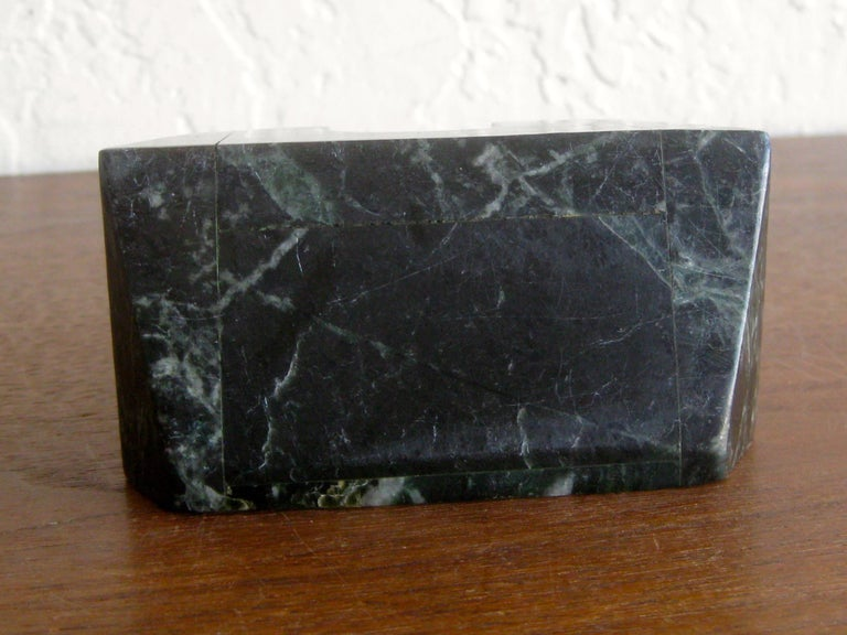 Art Deco Italian Carved Green Marble Perpetual Day/Date/Month Desk Calendar For Sale 8