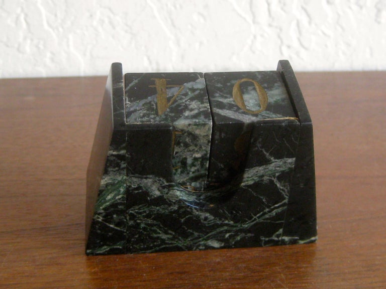 Art Deco Italian Carved Green Marble Perpetual Day/Date/Month Desk Calendar For Sale 9