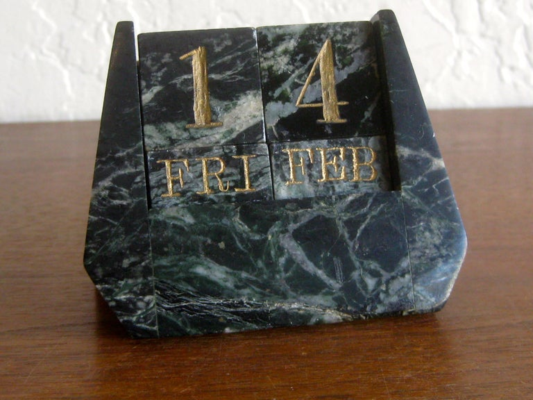 Art Deco Italian Carved Green Marble Perpetual Day/Date/Month Desk Calendar In Good Condition For Sale In San Diego, CA