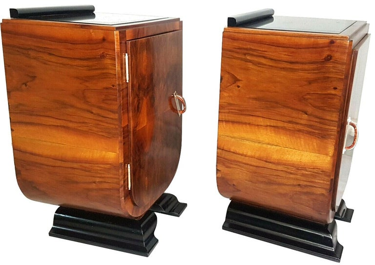20th Century Art Deco Italian Pair of Matching Bedside Table Cabinets, circa 1930 For Sale