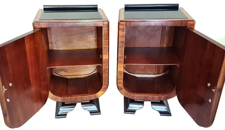 Art Deco Italian Pair of Matching Bedside Table Cabinets, circa 1930 For Sale 1