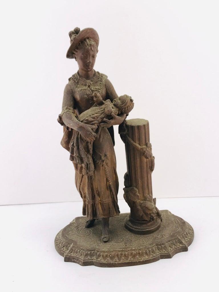 Beautiful Italian bronze sculpture circa 1950s in good condition.