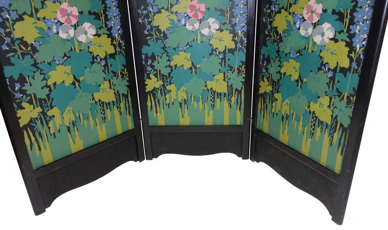 Art Deco Japanesque Silk Screen on Wood Folding Screen, American, circa 1920 In Good Condition For Sale In San Francisco, CA