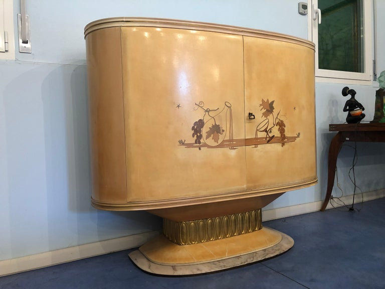 Mid-20th Century Art Deco Lacquered Wood Parchment Bar Cabinet, Galleria Mobili Cantù Italy, 1950 For Sale
