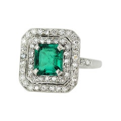 Art Deco Ladies 18 Karat Gold Ring with Colombian Emerald and Diamonds