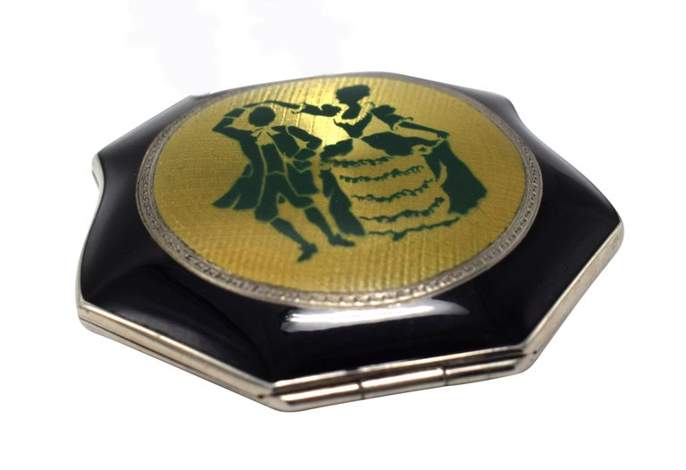 Art Deco Ladies Powder Compact in Enamel and Guilloche, circa 1930 In Excellent Condition For Sale In Westward ho, GB
