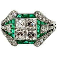 Art Deco Ladies Ring 950 Platinum Diamonds and Emeralds 1.90 Carat, circa 1920