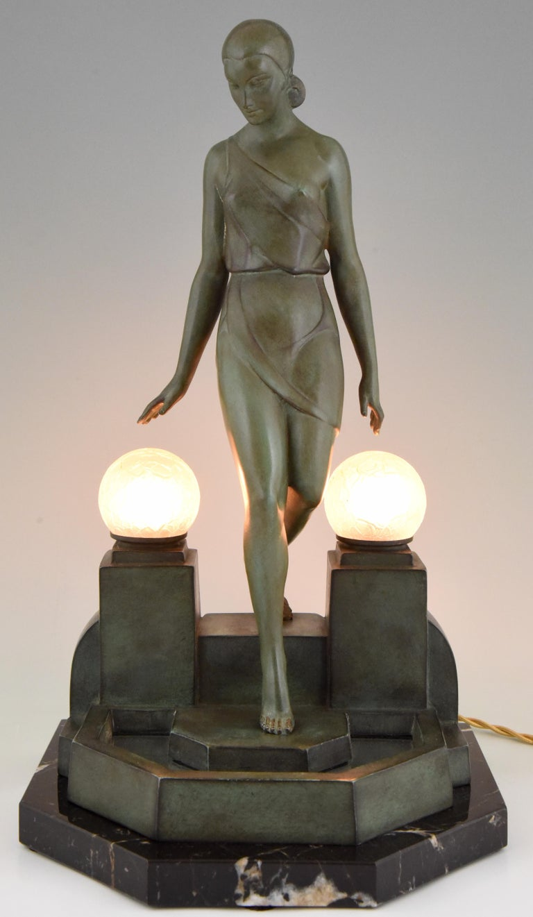 Stylish Art Deco sculptural table lamp by Pierre Le Faguays,