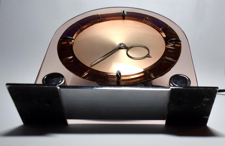 Art Deco Large English 1930s Pink Glass and Mirror Mantle Clock For Sale 4