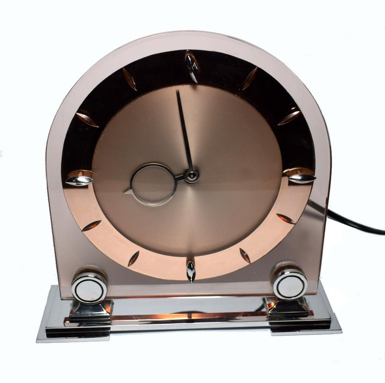 Art Deco Large English 1930s Pink Glass and Mirror Mantle Clock For Sale 5
