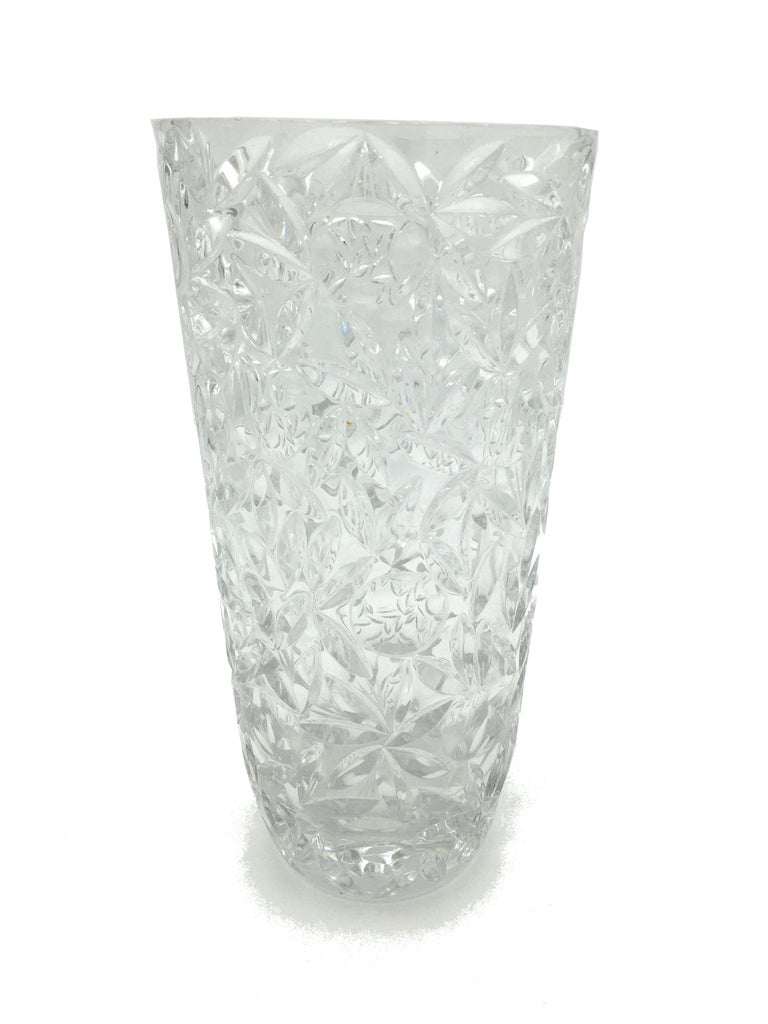 Beautiful mid-20th century large lead crystal cut vase with crystalline and persistent sound. Probably France, circa 1940.