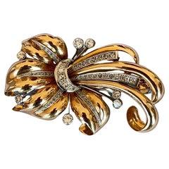 Art Deco Leaf Diamonds Gold Platinum 1940s Brooch