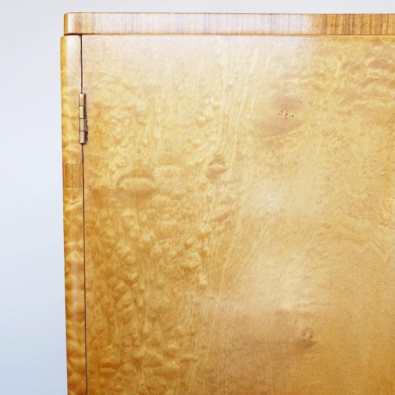 Art Deco Linen Cabinet Satin Birch and Walnut Veneered, English, Circa 1935 7