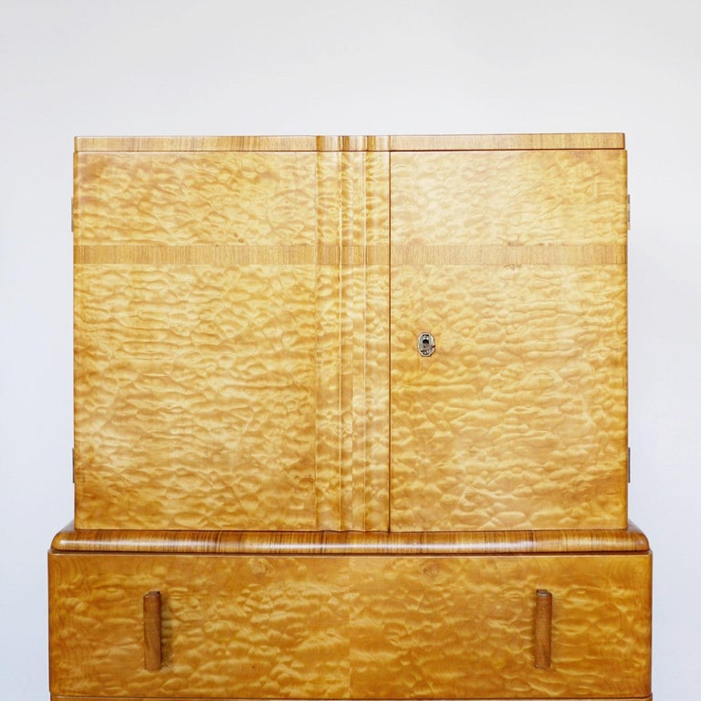 Art Deco Linen Cabinet Satin Birch and Walnut Veneered, English, Circa 1935 In Good Condition In Forest Row, East Sussex