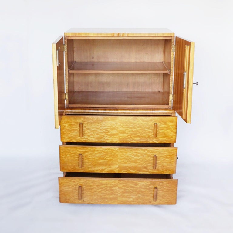 Art Deco Linen Cabinet Satin Birch and Walnut Veneered, English, Circa 1935 1