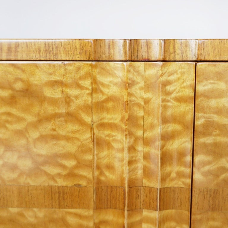 Art Deco Linen Cabinet Satin Birch and Walnut Veneered, English, Circa 1935 2