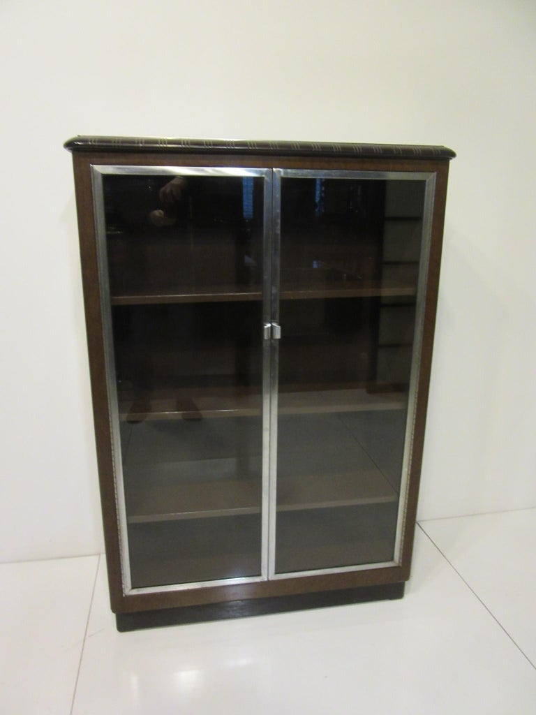 Art Deco Machine Age Aluminum / Glass / Metal Bookcase in the Style of Deskey For Sale 4