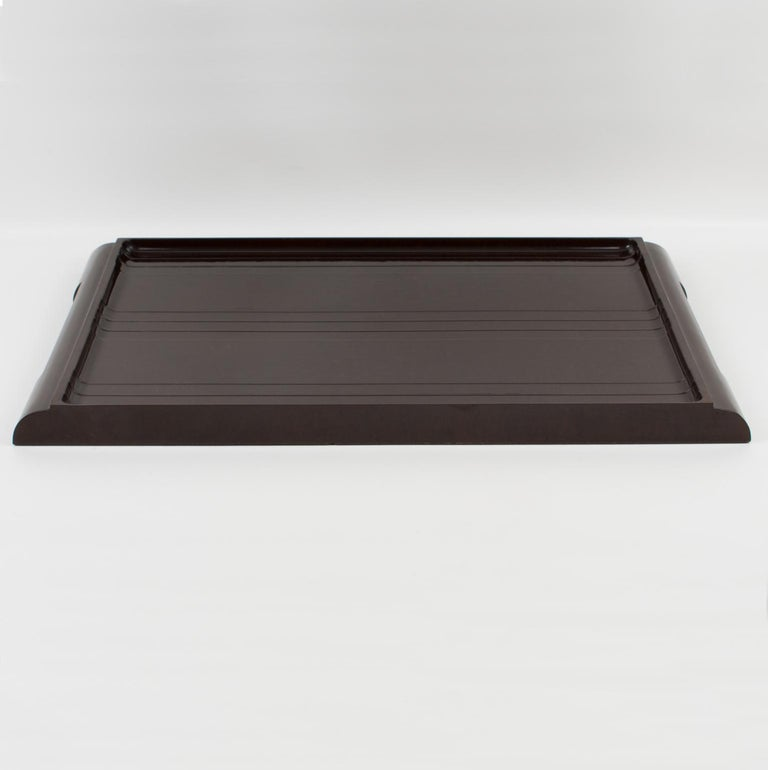 Impressive English Art Deco Machine Age serving tray, in brown marble Bakelite. Large butler shape with molded handles on the sides. Large dimensions, perfect for barware, cocktail serving, or any butler use. Marked underside