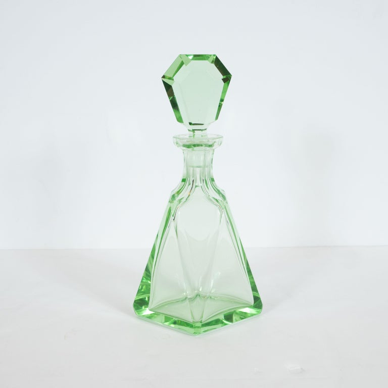 Art Deco Machine Age Czech Five-Piece Faceted Emerald Glass Decanter Set In Excellent Condition For Sale In New York, NY