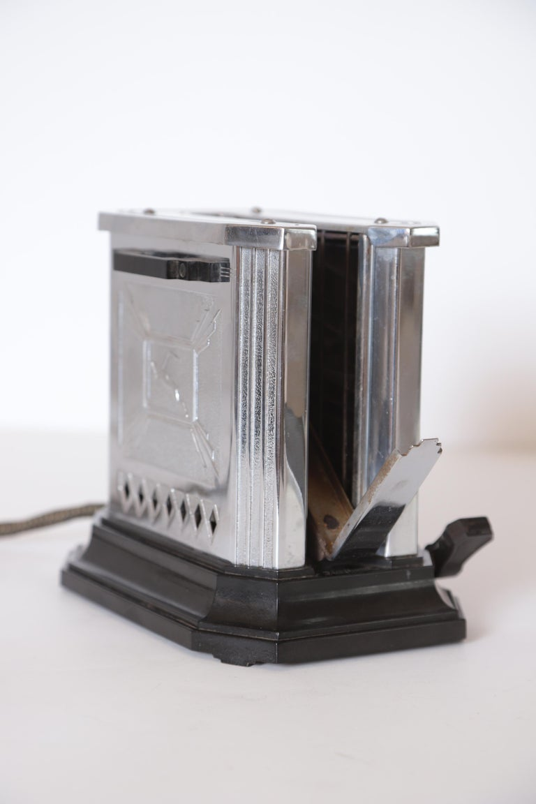 American Art Deco Machine Age Raymond Patten Iconic Patented Skyscraper Hotpoint Toaster For Sale