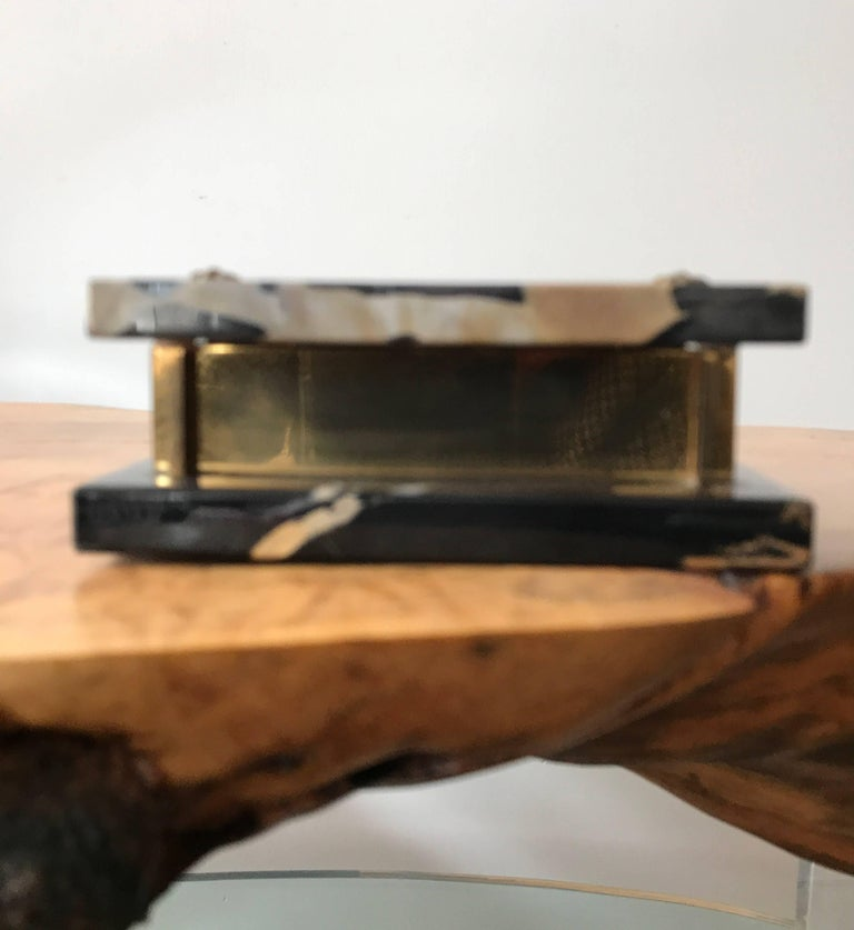 A well crafted marble and brass Art Deco trinket box. Its elegant construction is reminiscent of the Art Deco masterpieces of La Maison Desny. Fine decorative object or desk accessory.