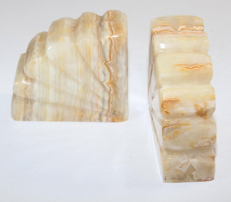 Art Deco Marble Bookends Hand Carved Scallop Shell Design, French, Ca 1940s In Good Condition For Sale In North Hollywood, CA