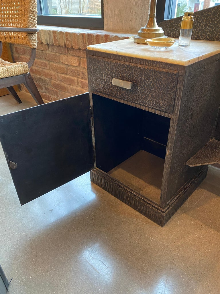 Art Deco Mirrored Vanity with Cabinet in Hammered Steel and Onyx, 1930s For Sale 7