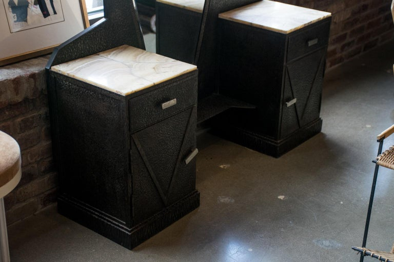 Mid-20th Century Art Deco Mirrored Vanity with Cabinet in Hammered Steel and Onyx, 1930s For Sale