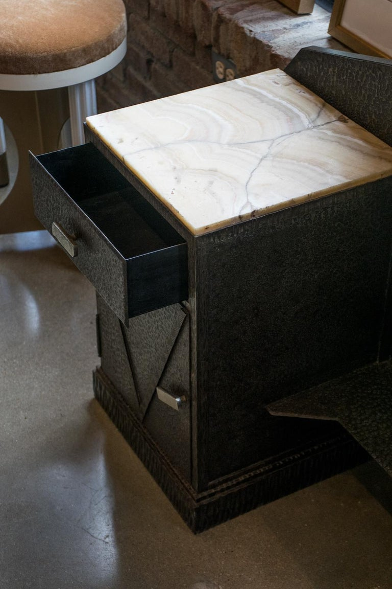 Art Deco Mirrored Vanity with Cabinet in Hammered Steel and Onyx, 1930s For Sale 3