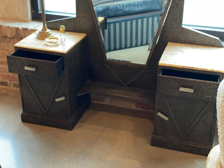 Art Deco Mirrored Vanity with Cabinet in Hammered Steel and Onyx, 1930s For Sale 5