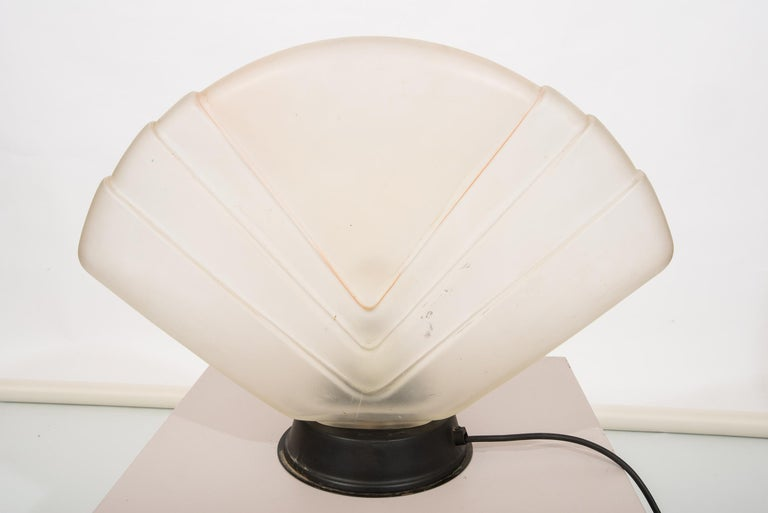 Unusual Art Deco table lamp from Murano with a very Good Price ! Simple and elegant; to set in a sitting room, on a desk, a commode. O/8293.