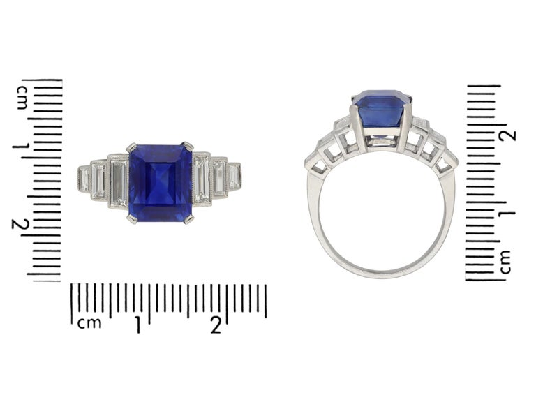 Art Deco Natural Unenhance Ceylon Sapphire and Diamond Ring, English, circa 1925 In Good Condition For Sale In London, GB