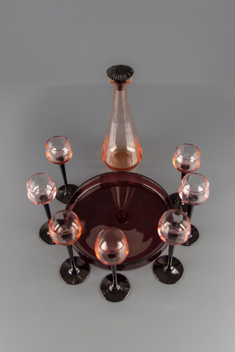 Art Deco Nine-Piece Liqueur Pink Glass Set, Decanter and Seven Glasses with Tray In Good Condition For Sale In Barntrup, DE