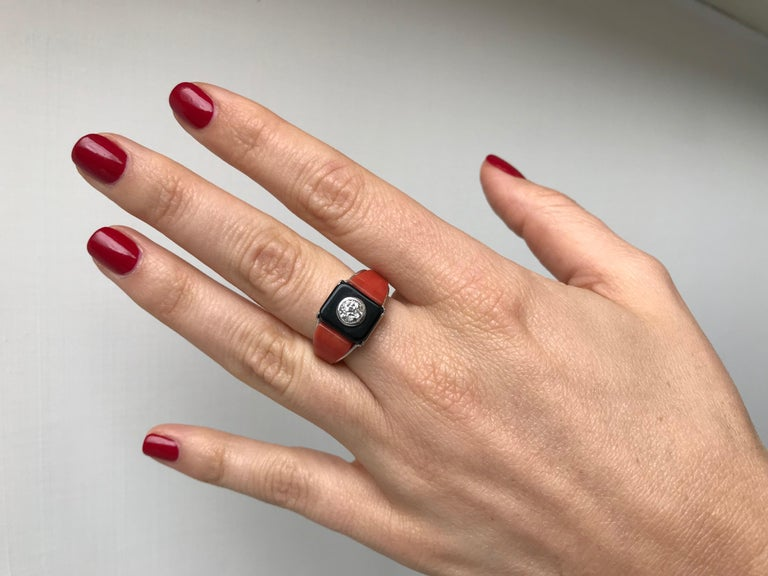 Art Deco Onyx Coral 0.85 Carat Diamond Gold Ring For Sale 1