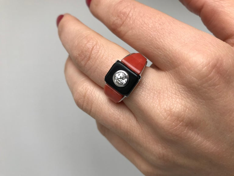 Art Deco Onyx Coral 0.85 Carat Diamond Gold Ring For Sale 2