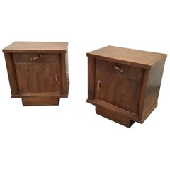 Art Deco Pair of Italian Walnut Nightstands, 1940s