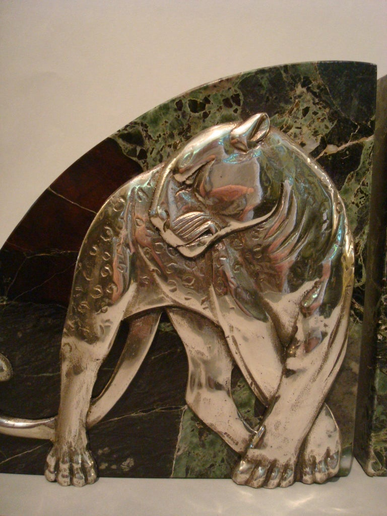 French Art Deco Pair of Panther Bookends, Silvered Bronze and Marble, France, 1920s For Sale