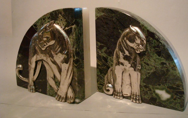 Art Deco Pair of Panther Bookends, Silvered Bronze and Marble, France, 1920s For Sale 1
