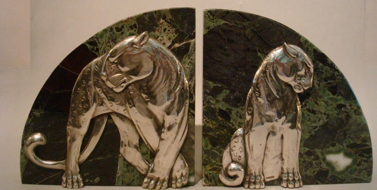 Art Deco Pair of Panther Bookends, Silvered Bronze and Marble, France, 1920s For Sale 3