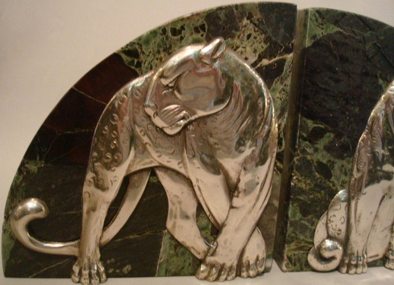 Art Deco Pair of Panther Bookends, Silvered Bronze and Marble, France, 1920s For Sale 4