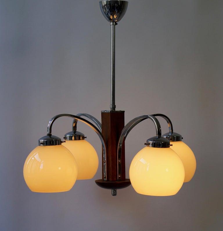 Art Deco four-arms pendant light. Height 108 cm. Diameter 58 cm. Four E27 bulbs.