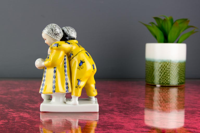 Hand-Painted Art Deco Period Goebel Porcelain Figure Group of Two Children with Ball, 1920s For Sale