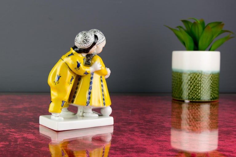 Art Deco Period Goebel Porcelain Figure Group of Two Children with Ball, 1920s For Sale 1
