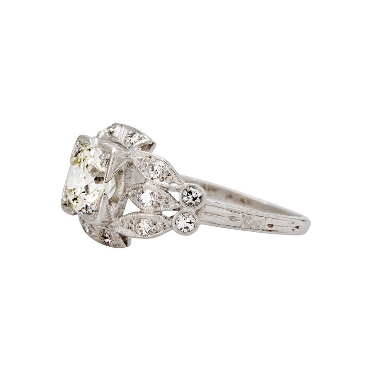 Art Deco Platinum 0.88 Carat Diamond Engagement Ring In Excellent Condition For Sale In Beverly Hills, CA