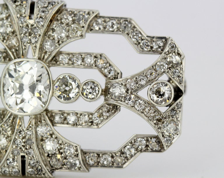 Art Deco Platinum Brooch with Diamonds, 1920s In Good Condition For Sale In Braintree, GB