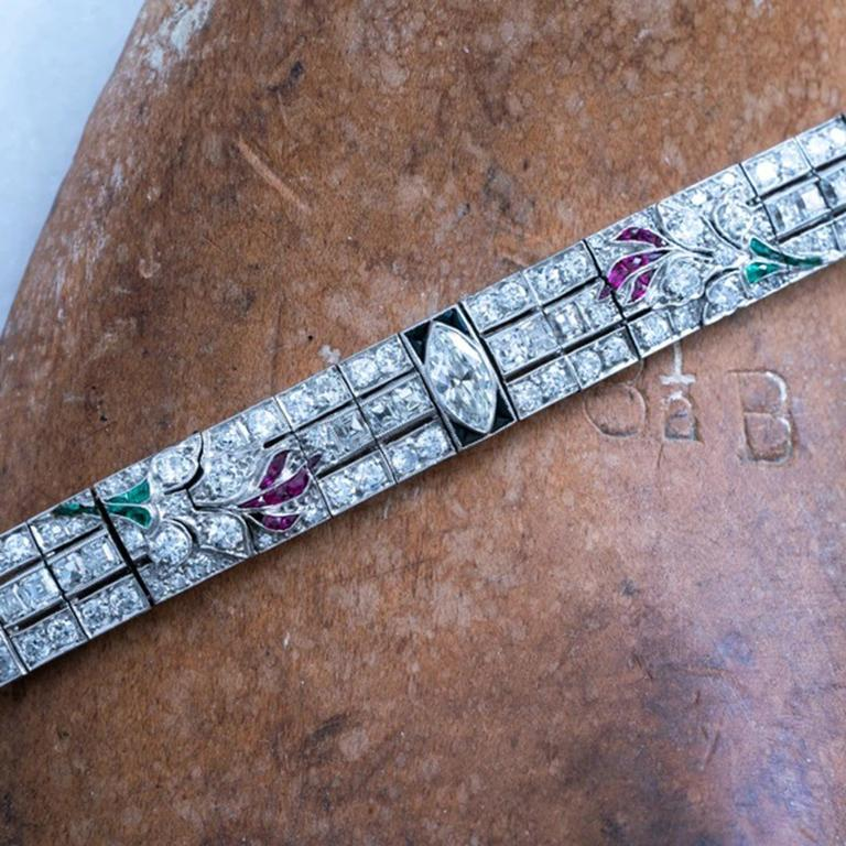 Art Deco Platinum Carre Cut Diamond and Colombian Emerald, Onyx and Ruby In Excellent Condition For Sale In New York, NY