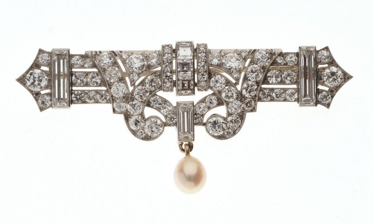 Art Deco' Platinum Diamond and Natural Pearl Brooch In Excellent Condition For Sale In Firenze, IT